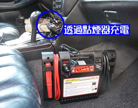 置於后行李箱,请直立放置,勿倾斜或倒置. 不要让电瓶正负极相接触.